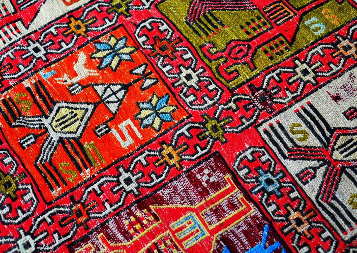 5 Signs it's Time for a Rug Repair